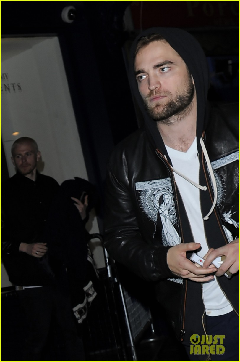 robert pattinson tom sturridge sienna miller early birthday party 033006005