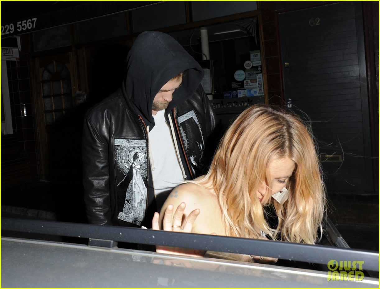 robert pattinson tom sturridge sienna miller early birthday party 07