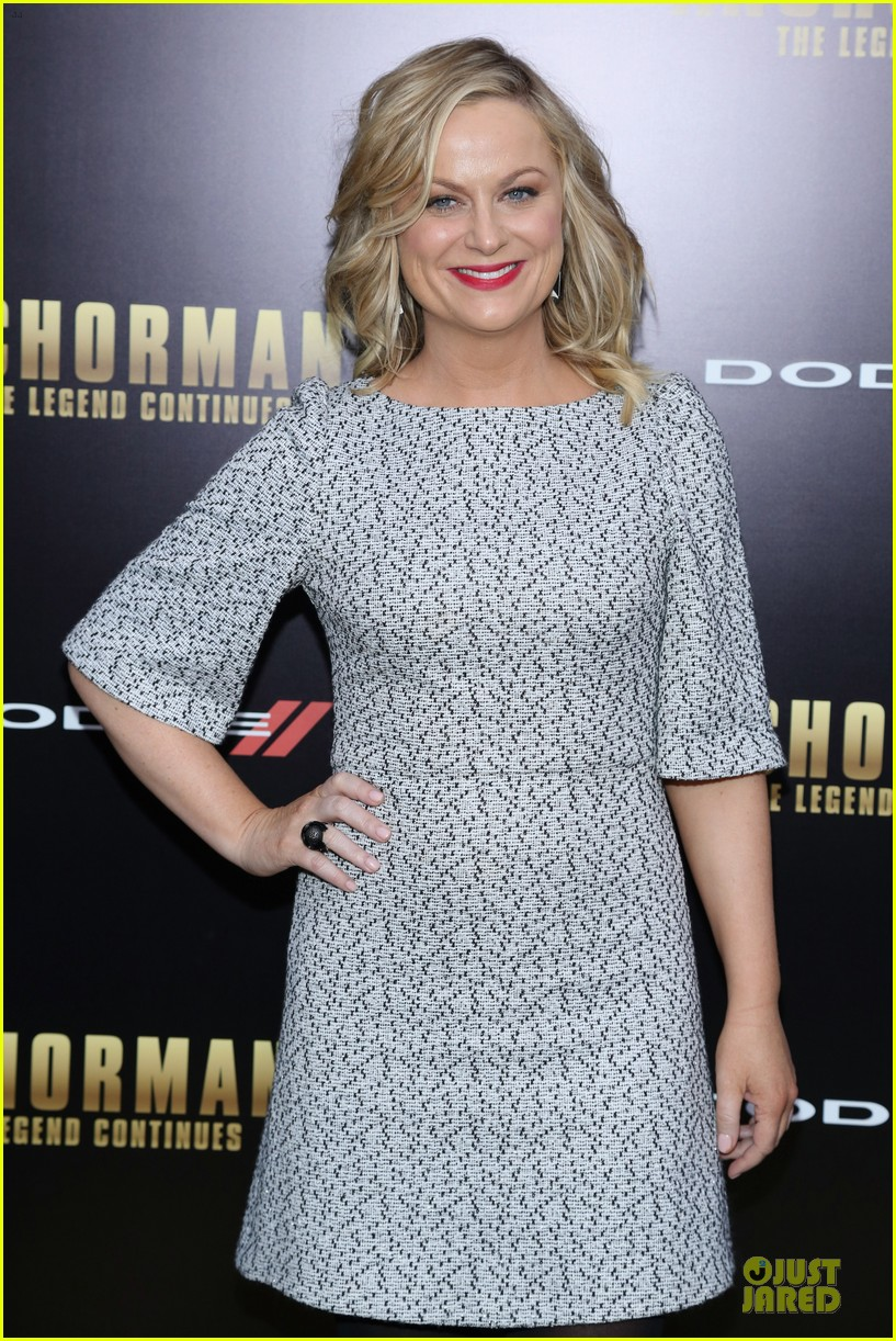 amy poehler tina fey anchorman 2 nyc premiere 02