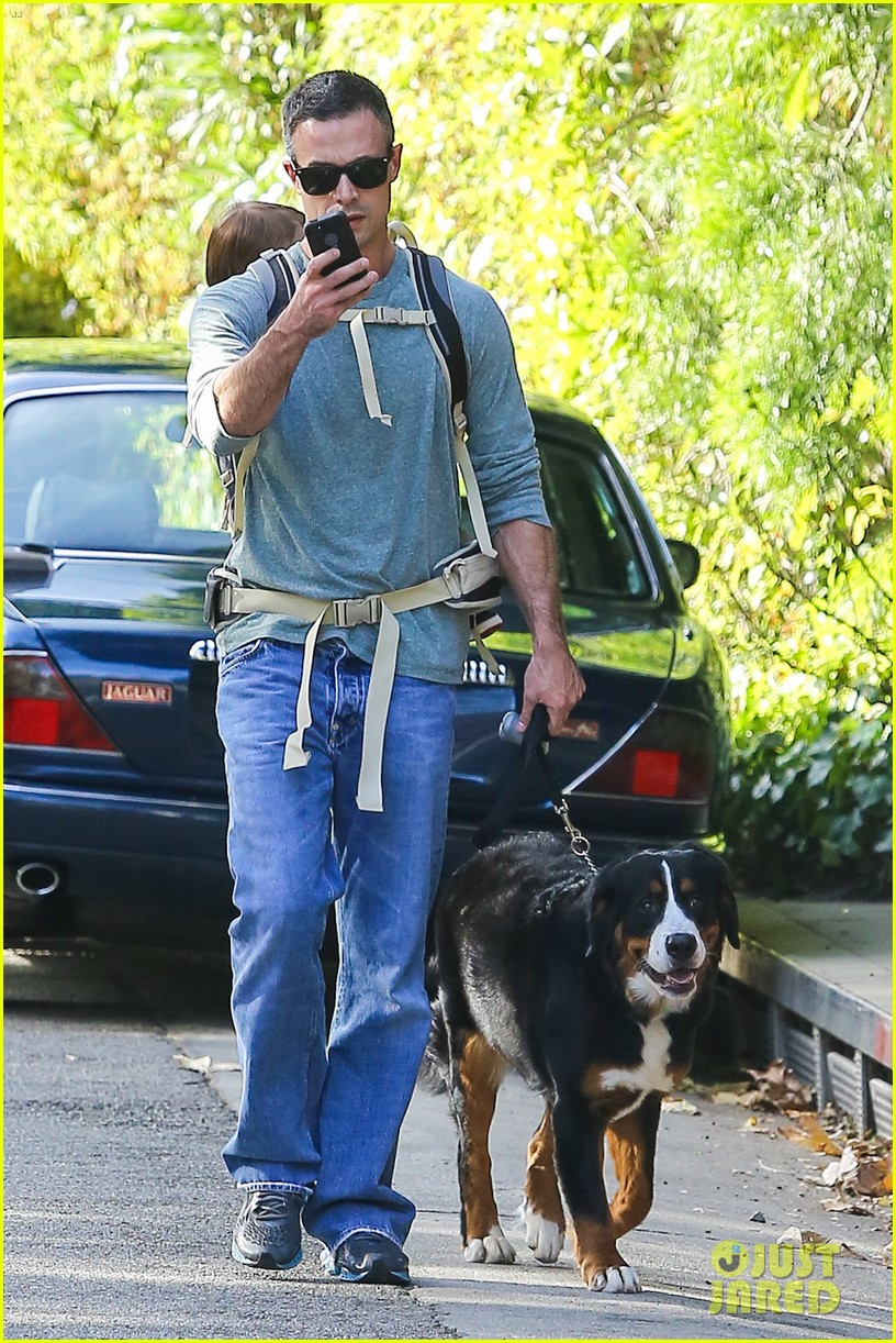 freddie prinze jr walks the dog with son rocky 093012860