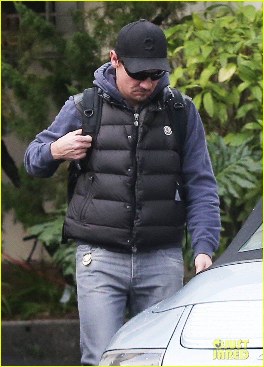jeremy renner jennifer lawrence is very very grounded 043015312