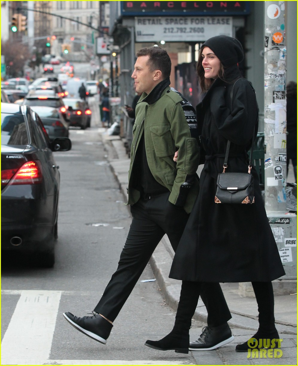 hilary rhoda sean avery soho stroll before christmas 01