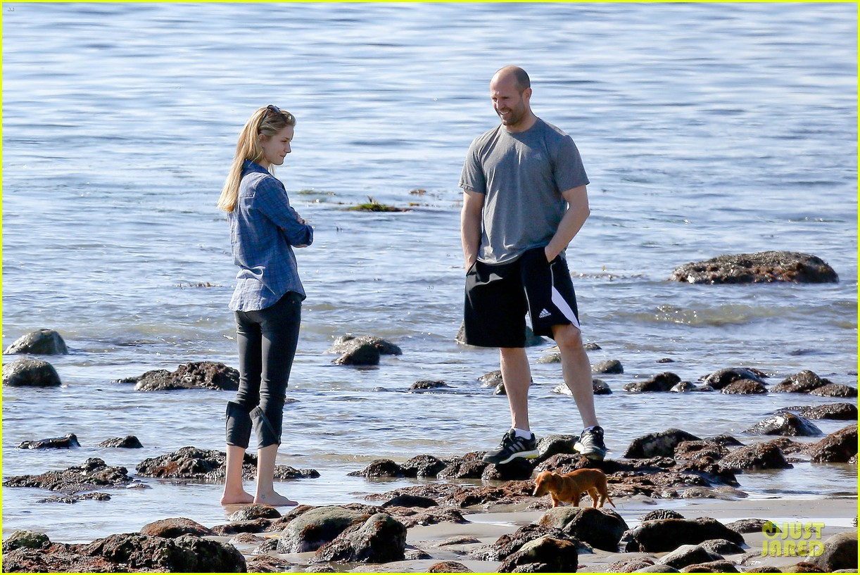rosie huntington whiteley malibu beach with jason statham 053018632