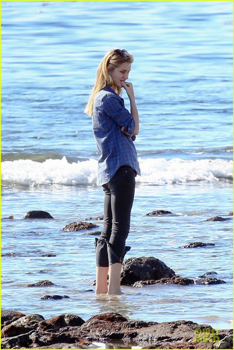 rosie huntington whiteley malibu beach with jason statham 16