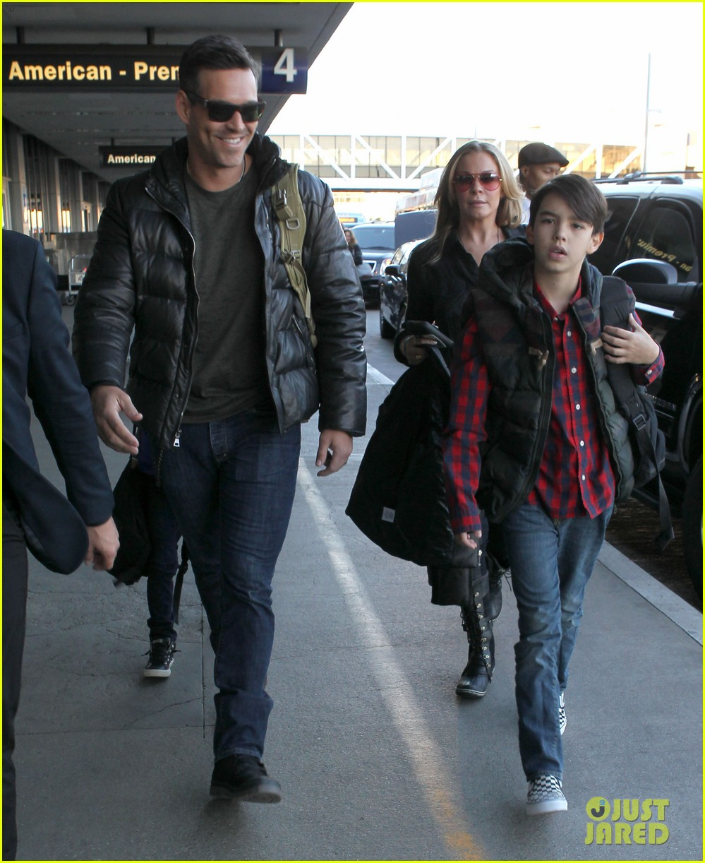 leann rimes eddie cibrian take off for snowboarding vacation 21