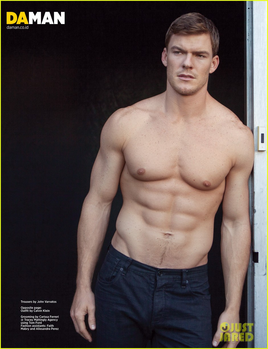 alan ritchson bares ripped shirtless body for da man magazine 03