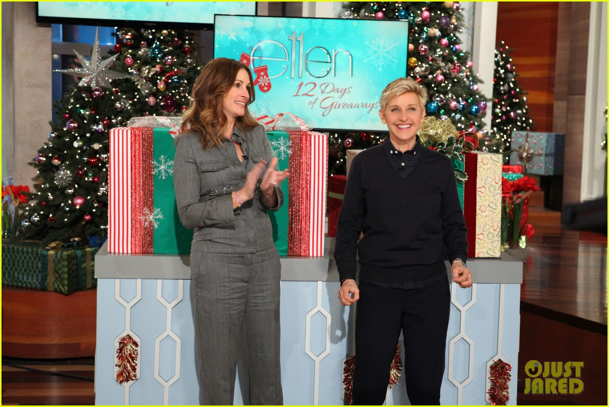 julia roberts co hosts ellen makes crafts with martha stewart 05