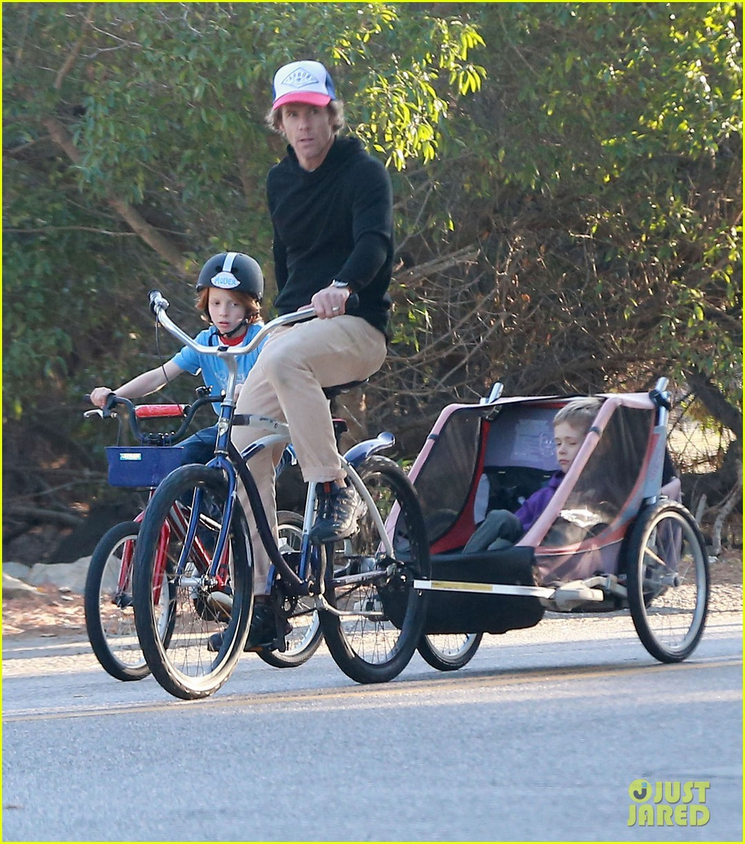 julia roberts family bike ride with the kids 11