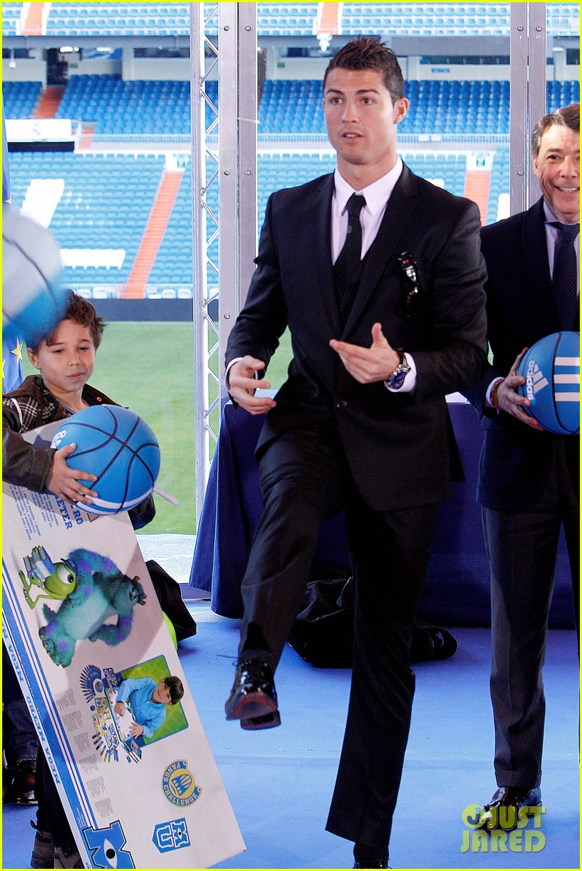 cristiano ronaldo one toy one hope charity event 013013571