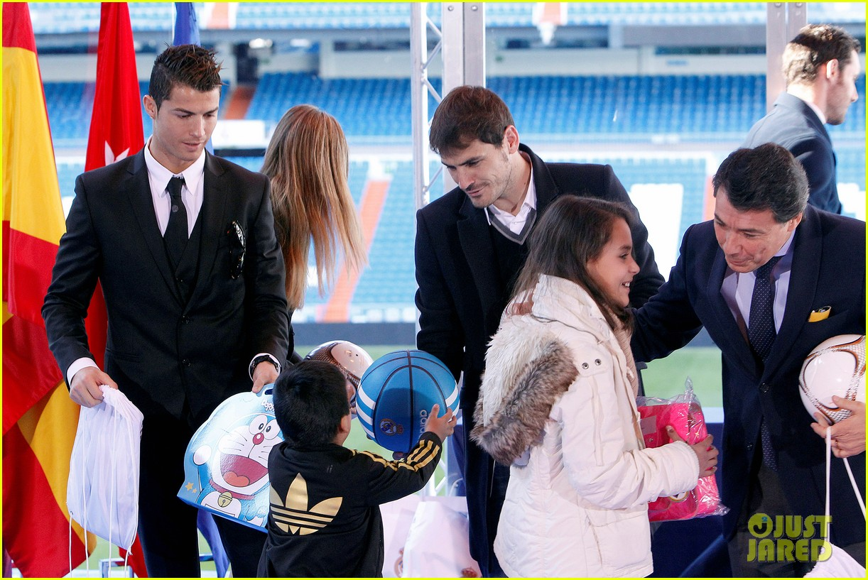 cristiano ronaldo one toy one hope charity event 16