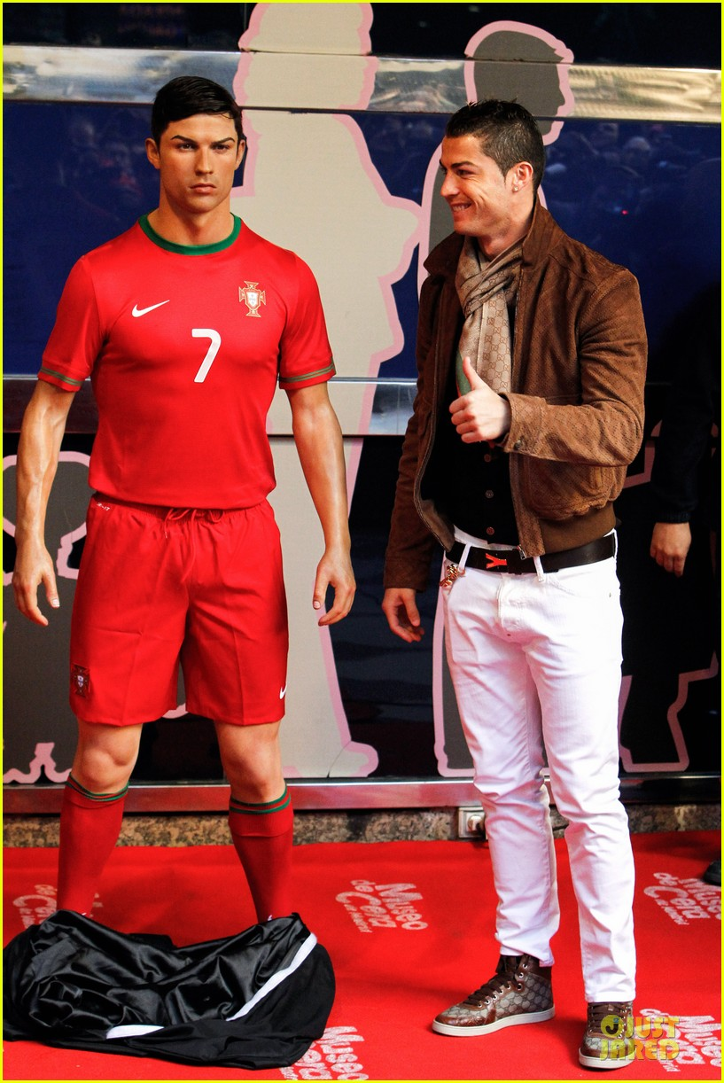 cristiano ronaldo wax figure unveiling in madrid 08