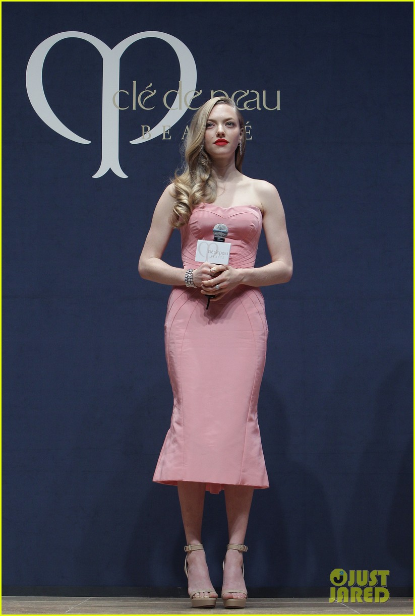 amanda seyfried cle de peau beaute events in seoul 01