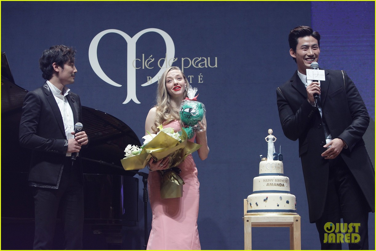 amanda seyfried cle de peau beaute events in seoul 09