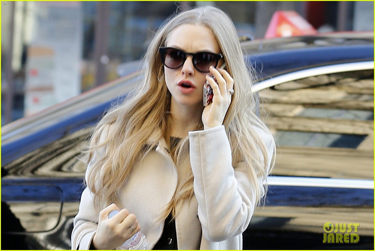 amanda seyfried exo growl on south korean talk show 083009871