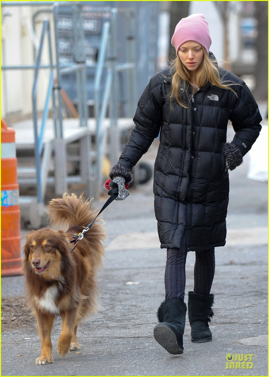 amanda seyfried post christmas pink walk with finn 02