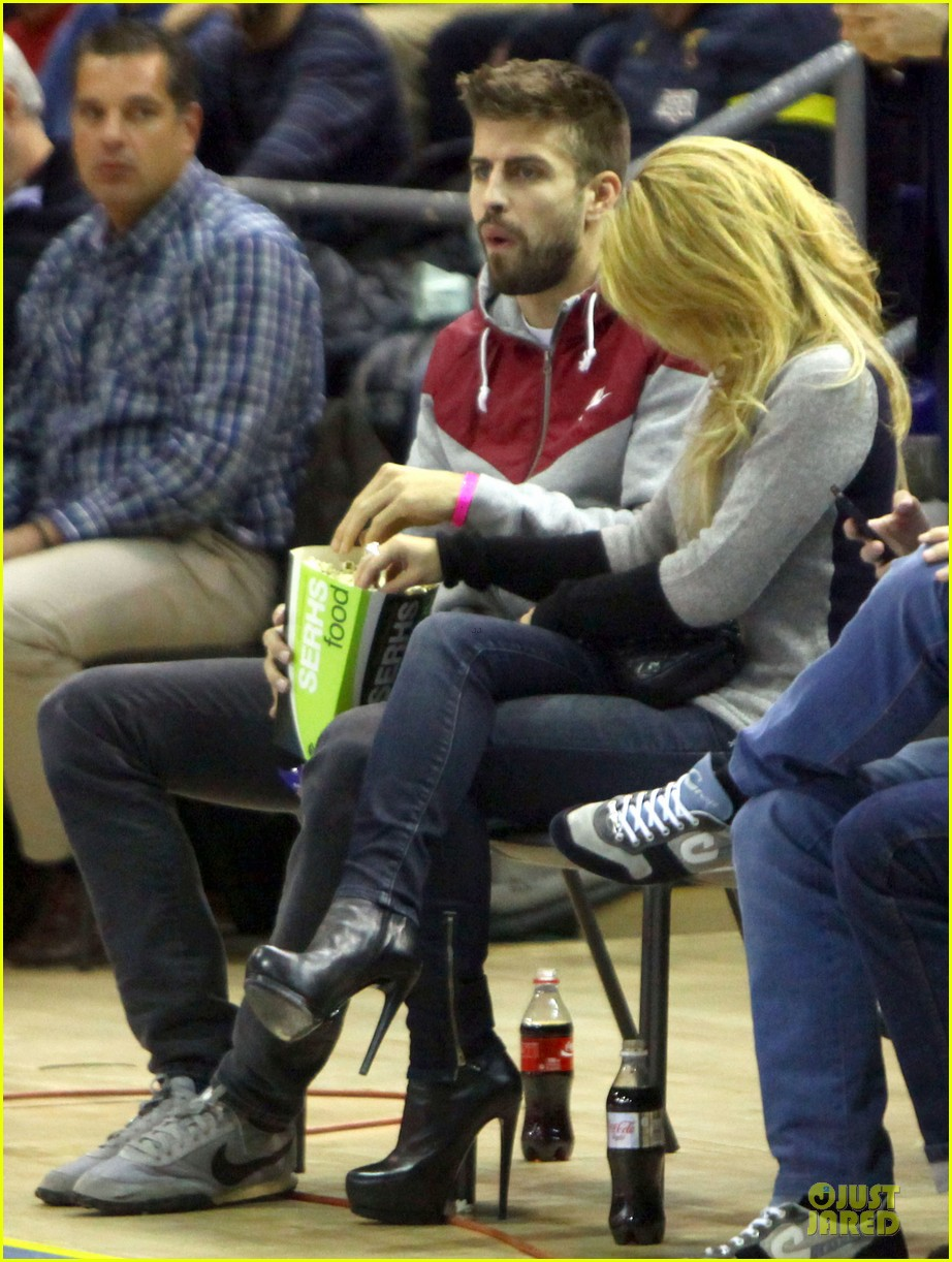 shakira courtside at barcelona basketball game 013002509