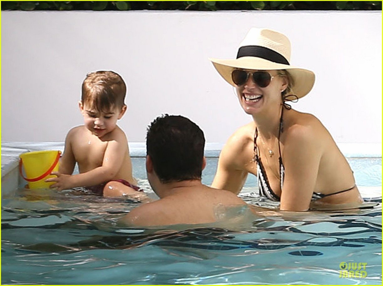molly sims bikini relaxation with shirtless scott stuber 02