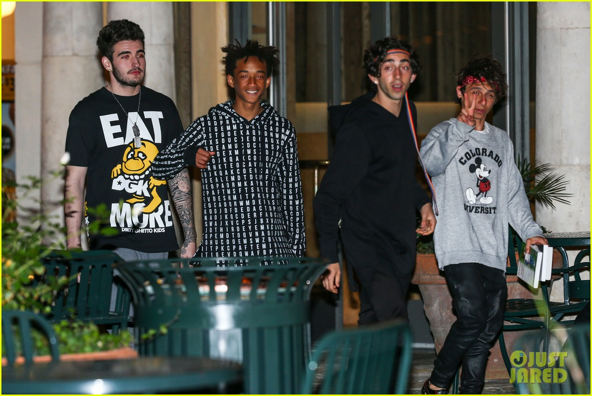 jaden smith strikes poses for cameras after hawaii trip 09