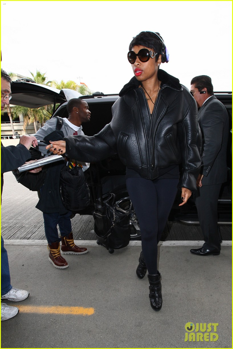 jordin sparks jennifer hudson idol ladies at lax airport 11