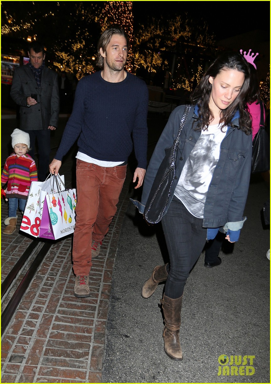 scott speedman girlfriend camille de pazzis holiday shopping 033005308