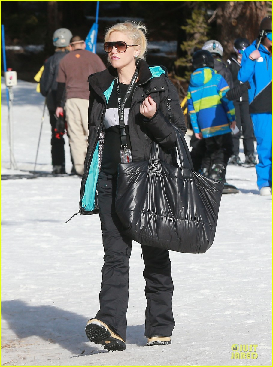 gwen stefani seal warm hug in snowy mammoth 073020119