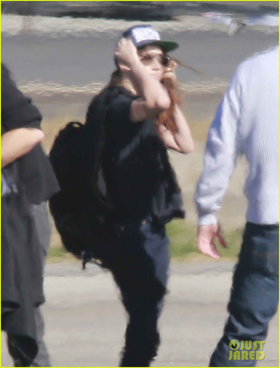 kristen stewart catches a flight out of van nuys airport 023008452