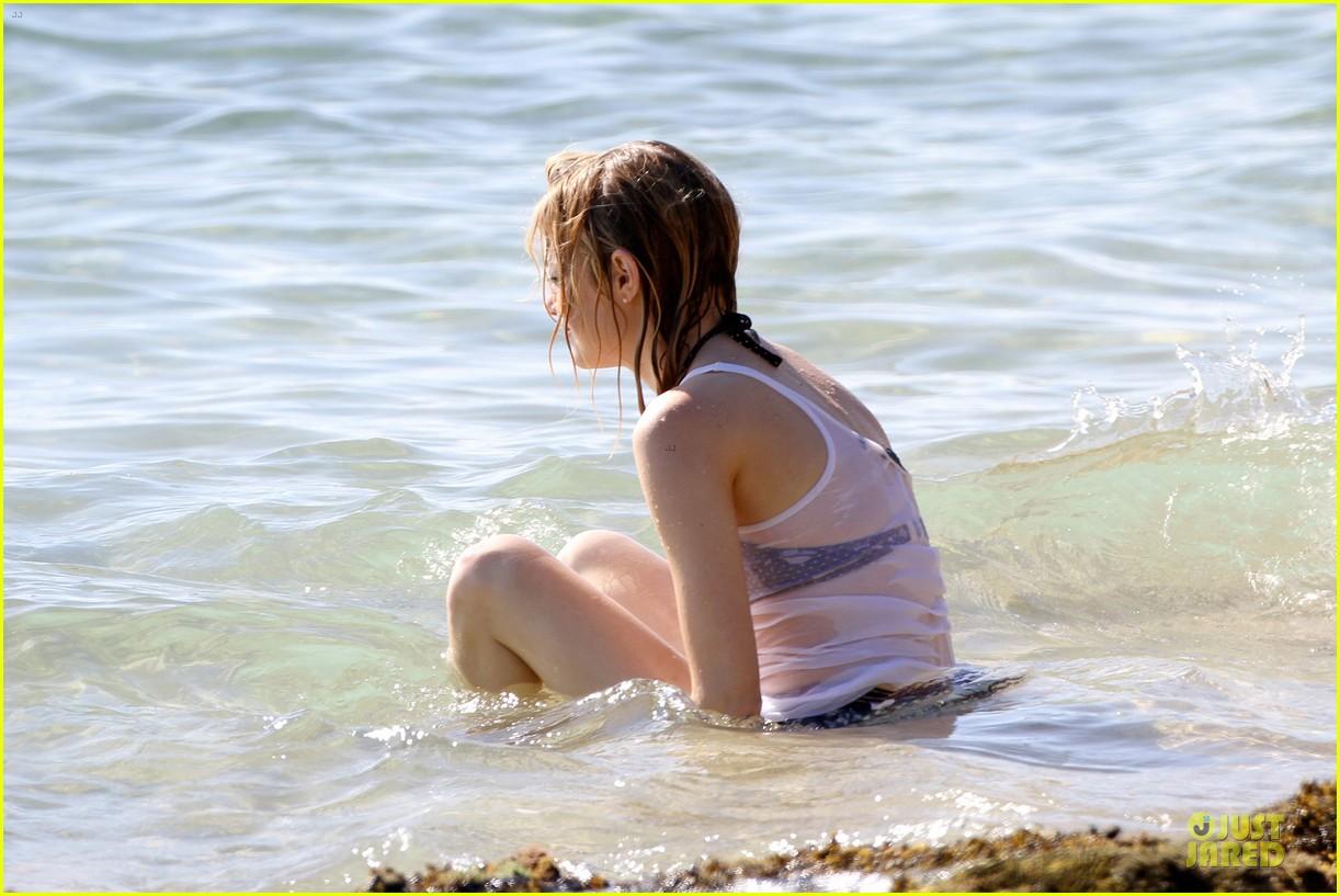 emma stone hawaiian paddle boarding babe 08