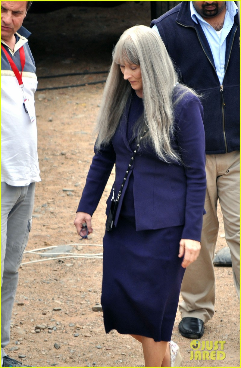 meryl streep wears long gray wig for the giver 023008504