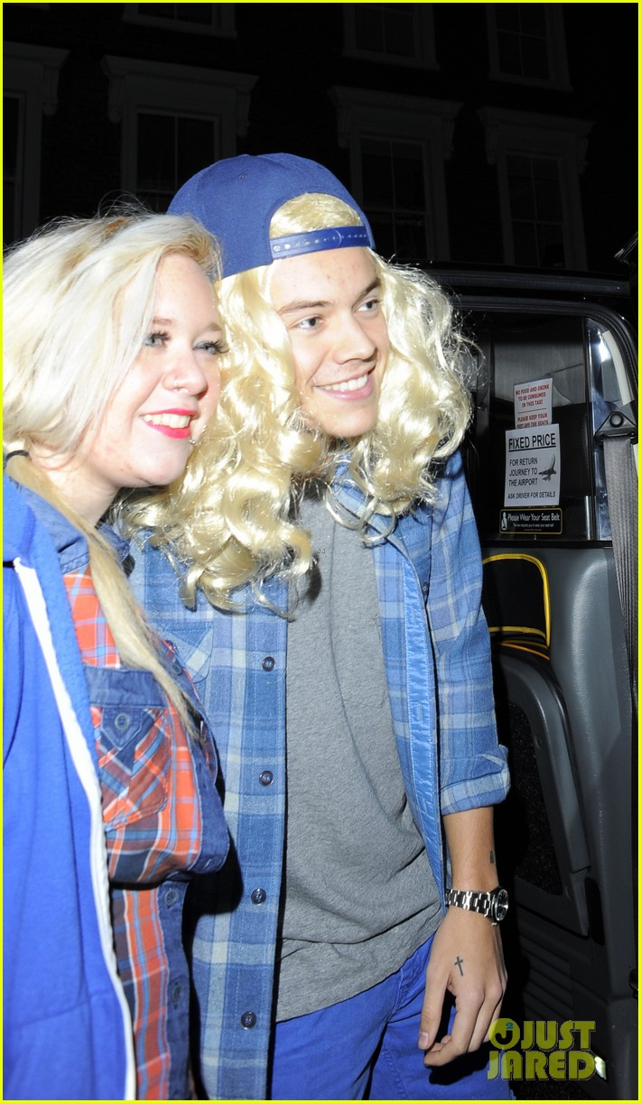 harry styles wears blonde wig elephant head at nightclub 04