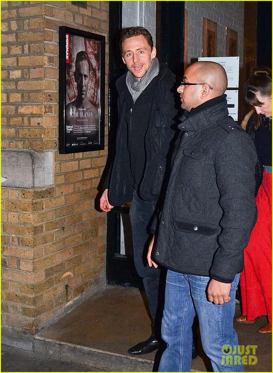 tom hiddleston watch psa to help syrian children 033011236