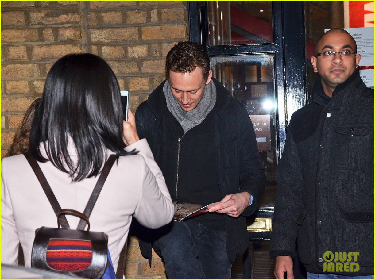 tom hiddleston watch psa to help syrian children 24