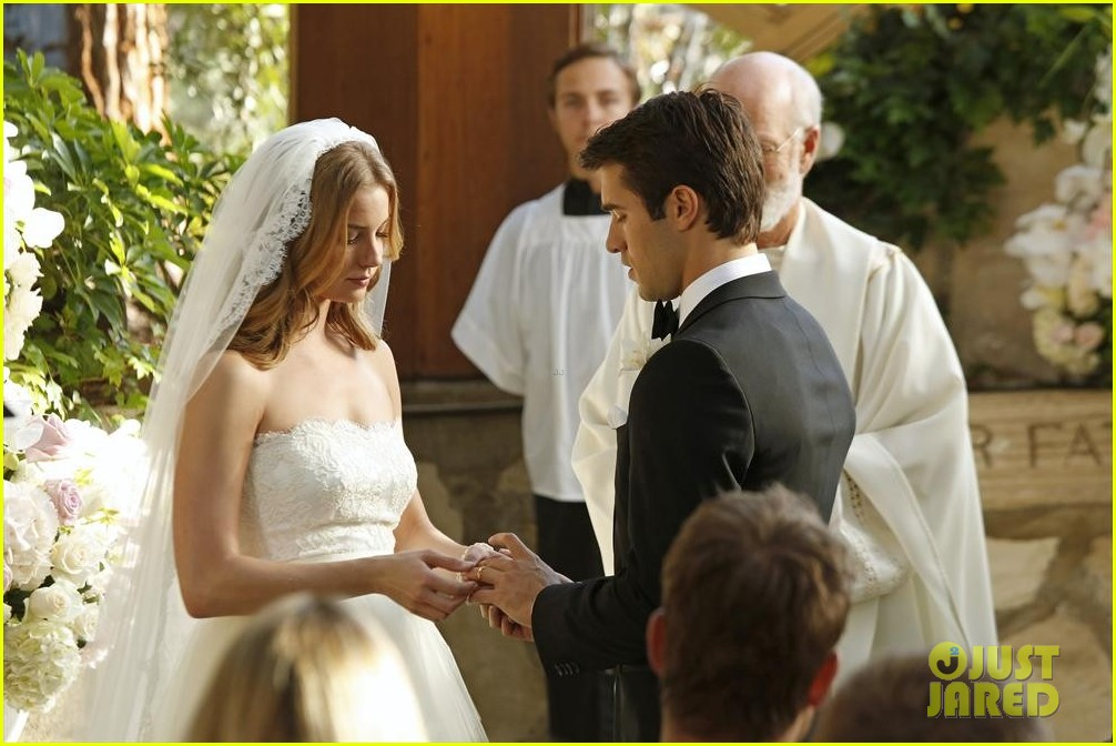 Emily VanCamp and josh bowman married