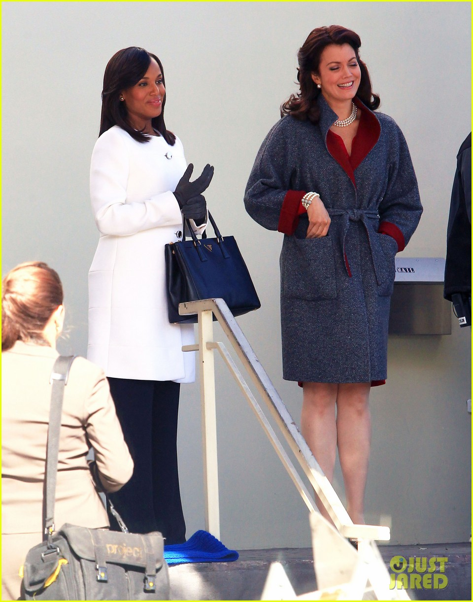 kerry washington bellamy young side by side for scandal filming 073008957