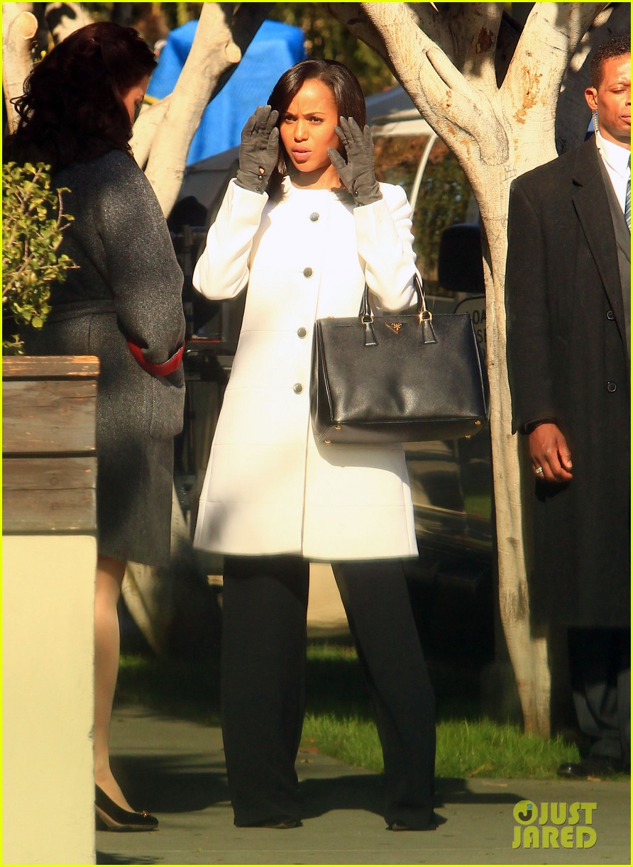 kerry washington bellamy young side by side for scandal filming 11