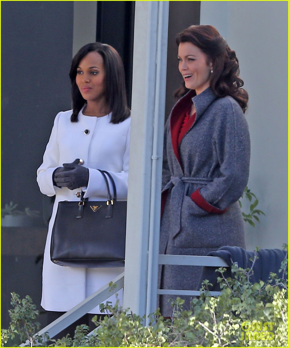 kerry washington bellamy young side by side for scandal filming 223008972