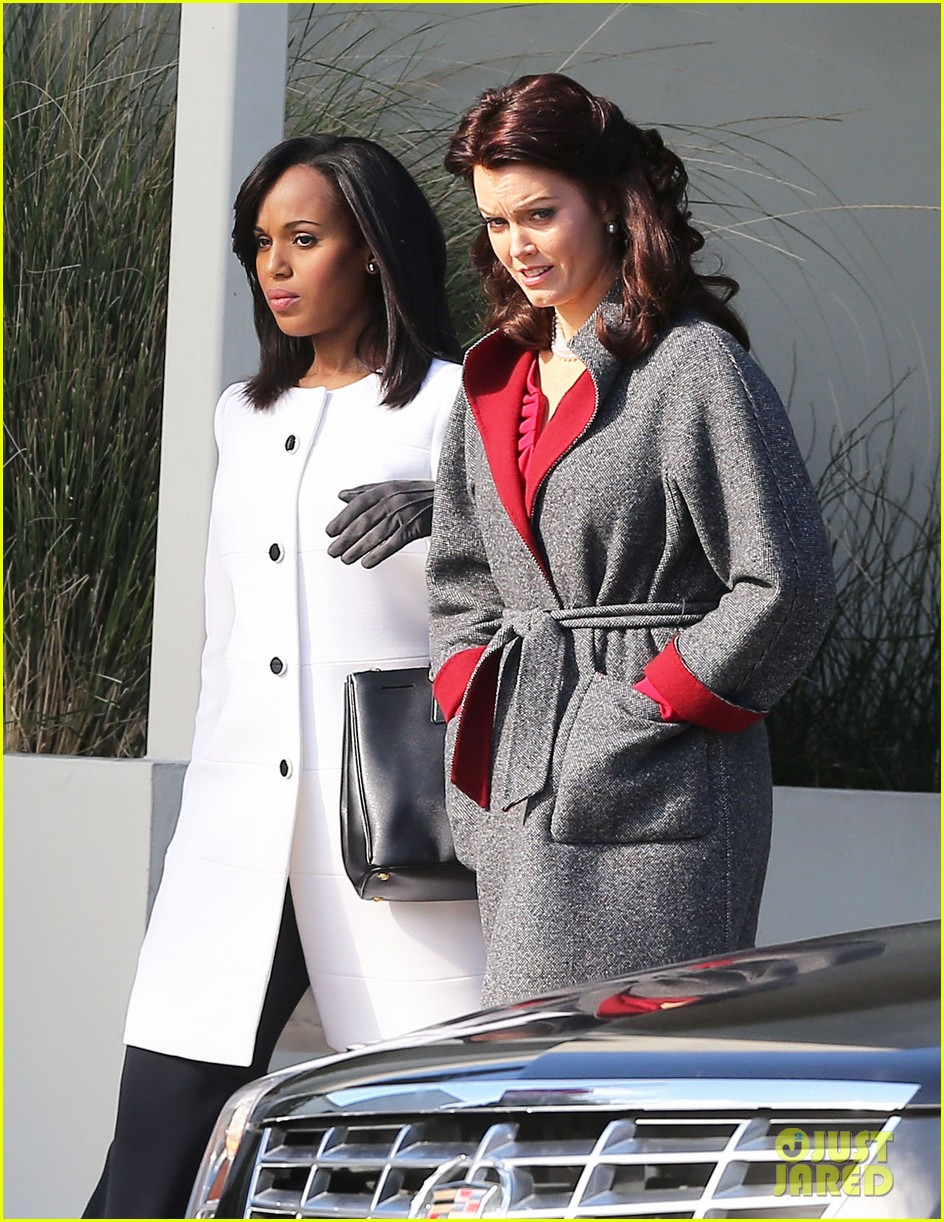 kerry washington bellamy young side by side for scandal filming 27