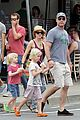 naomi watts liev schreiber family bbq with simon baker 01