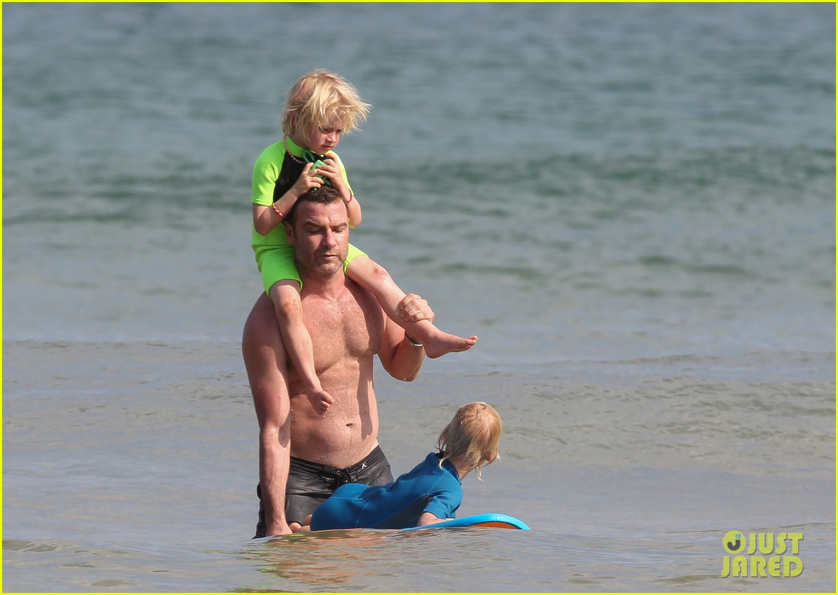 naomi watts sunbathes liev schreiber swims shirtless 02
