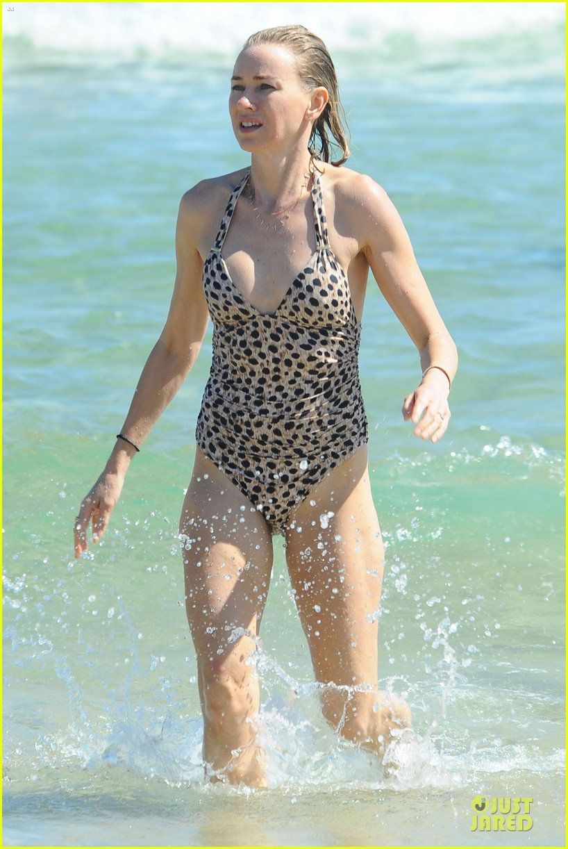 naomi watts wet wild with shirtless liev schreiber 053013438