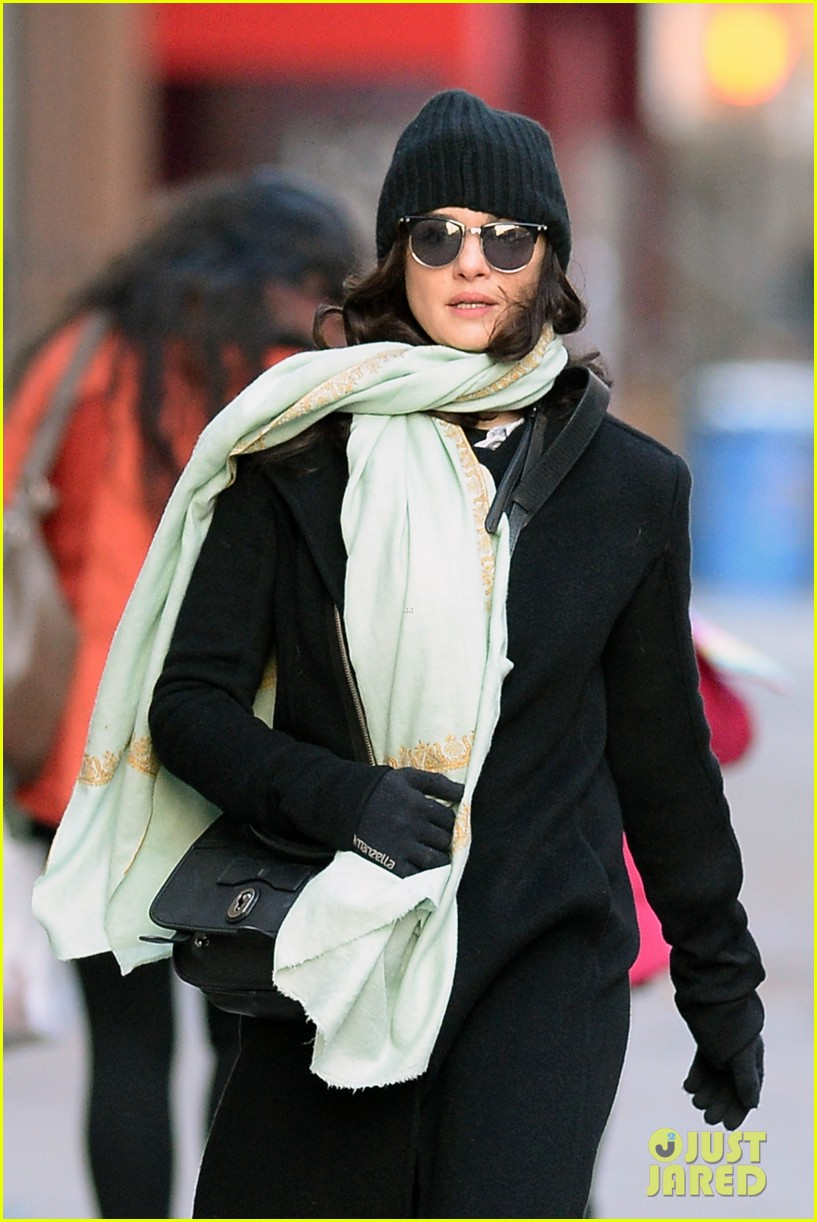 rachel weisz snaps iphone pictures in frigid nyc morning 073011345