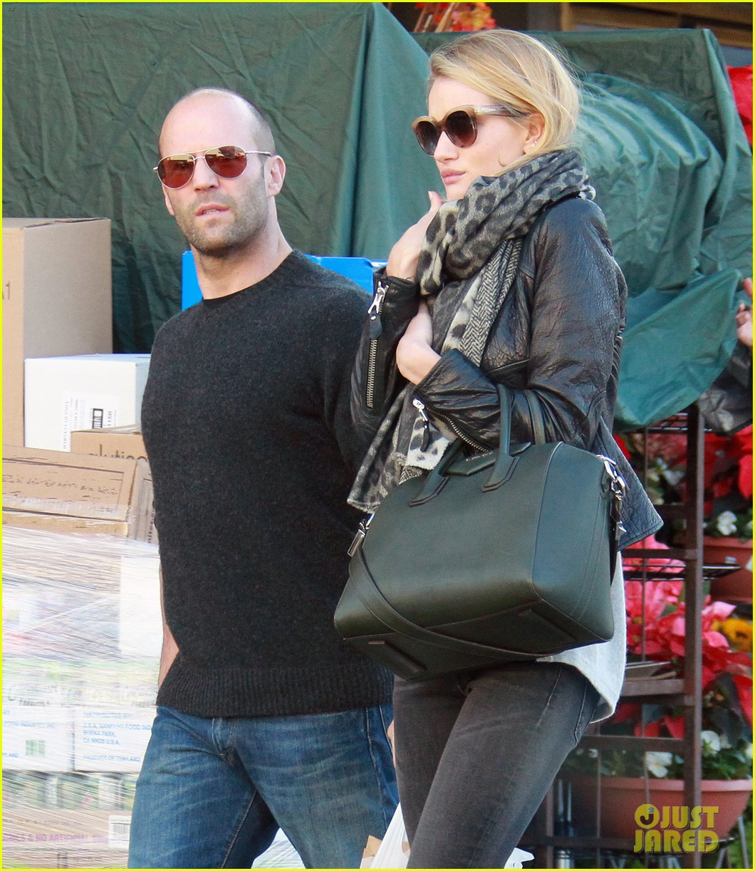 rosie huntington whiteley jason statham weho grocery stop 03