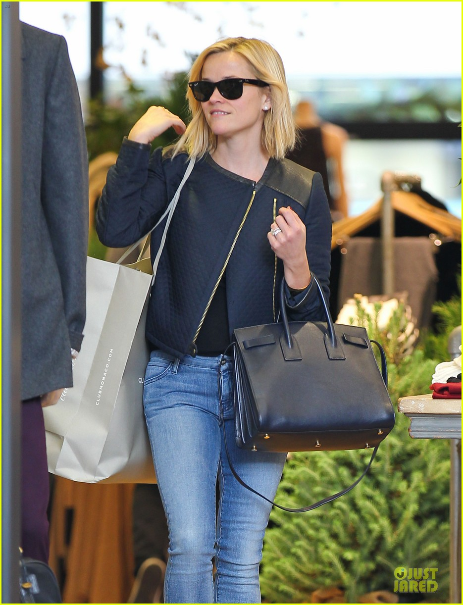 reese witherspoon club monaco shopping after workout 06