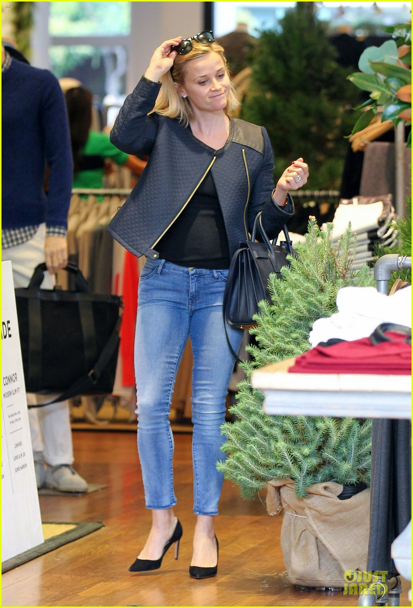 reese witherspoon club monaco shopping after workout 223004472