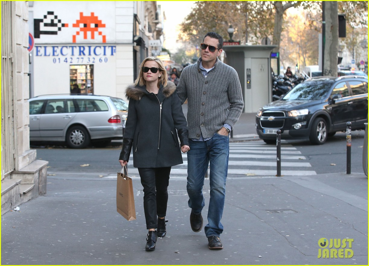 reese witherspoon jim toth go shopping in paris 14