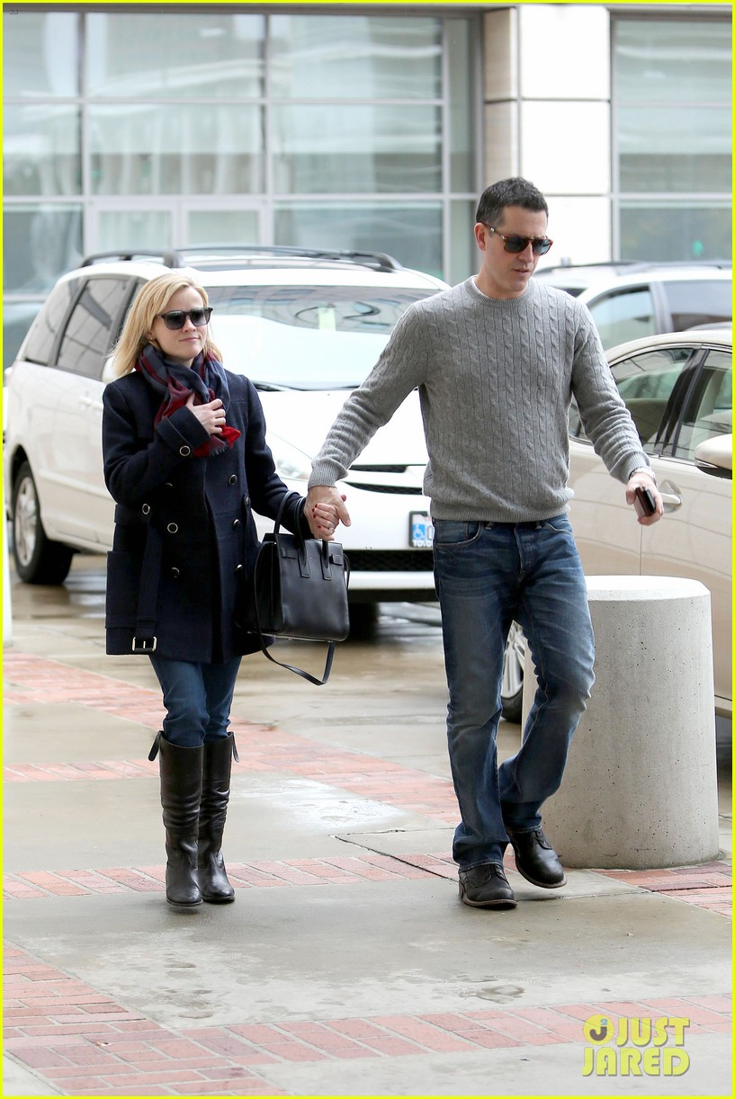 reese witherspoon jim toth hold hands at ucla medical plaza 193015100