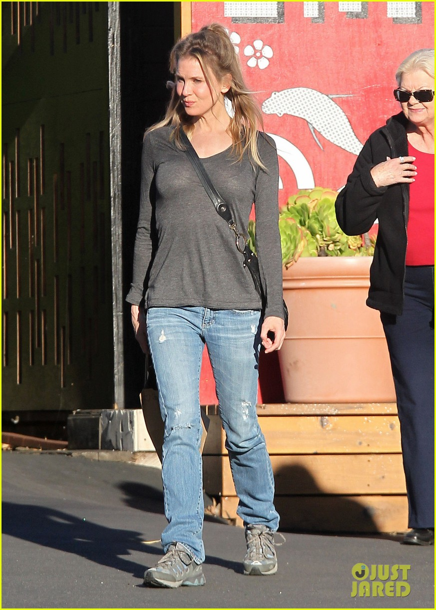 renee zellweger post christmas lunch with her parents 043018124