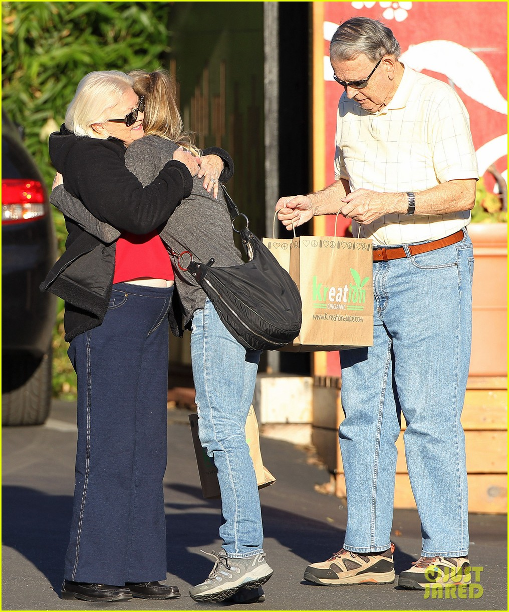 renee zellweger post christmas lunch with her parents 103018130