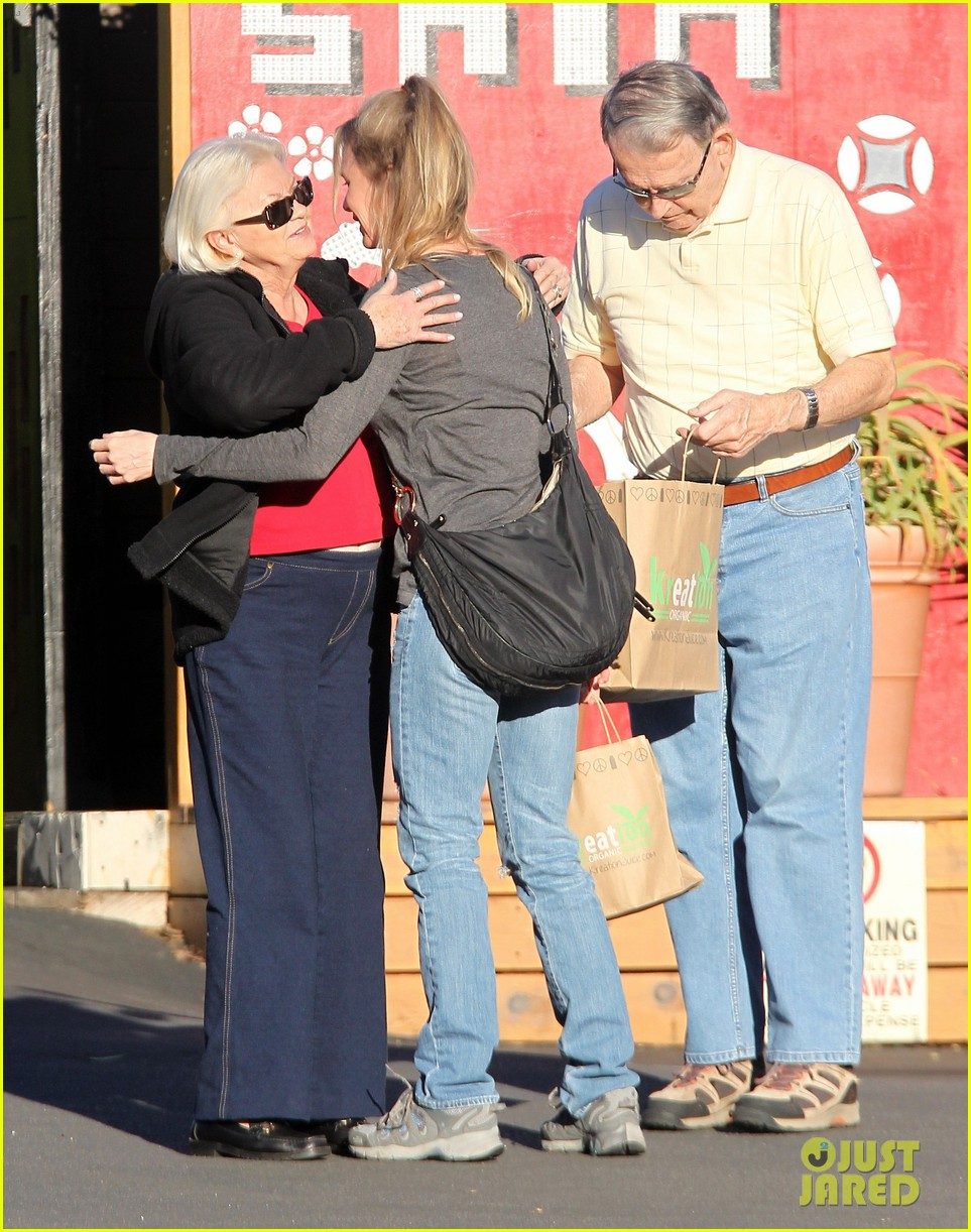 renee zellweger post christmas lunch with her parents 163018136