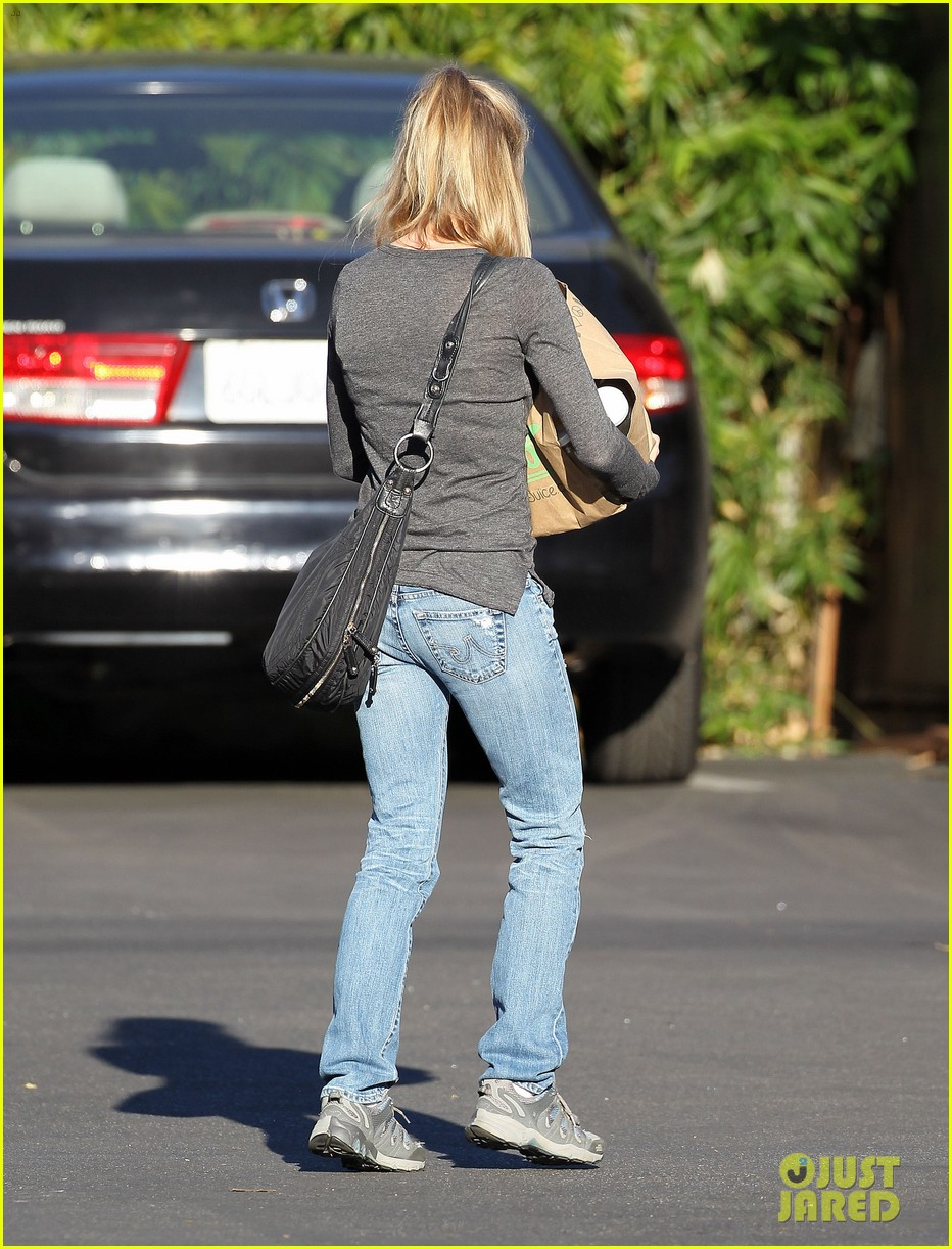 renee zellweger post christmas lunch with her parents 21