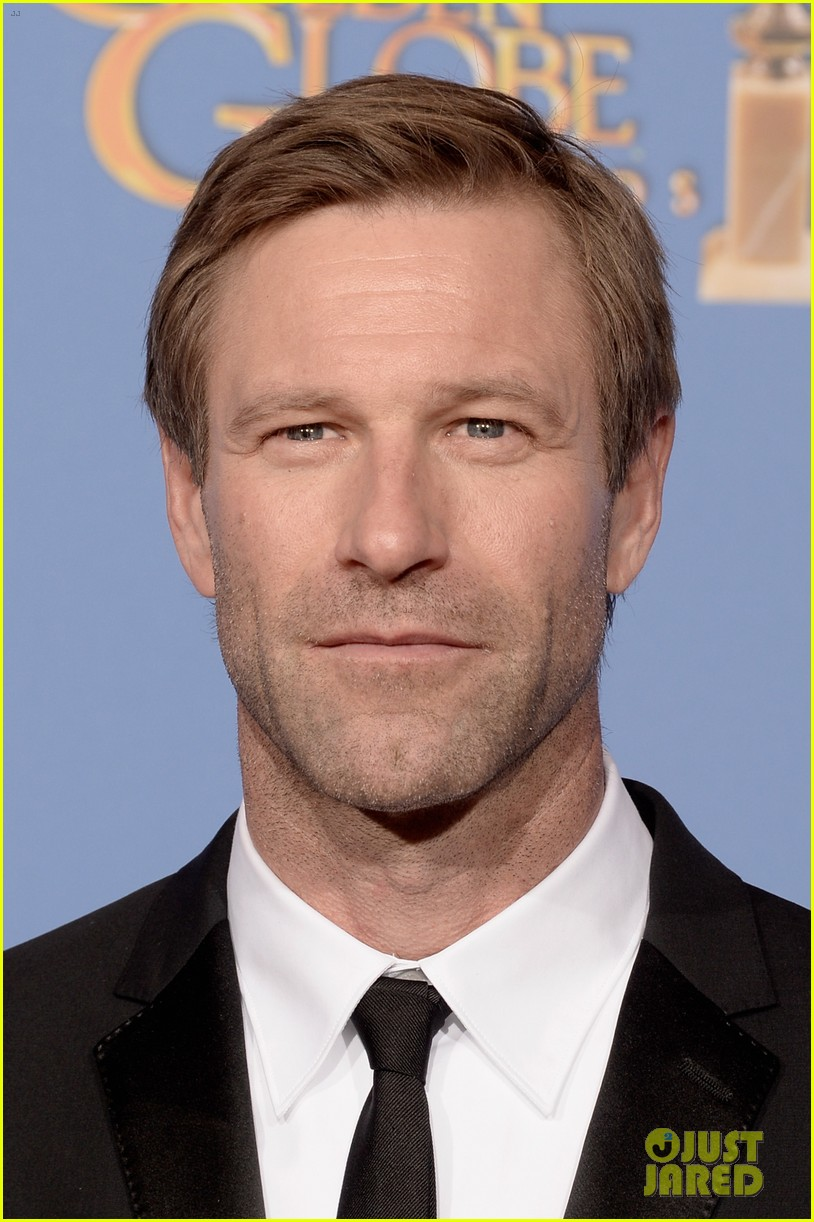 aaron eckhart golden globes 2014 red carpet 04